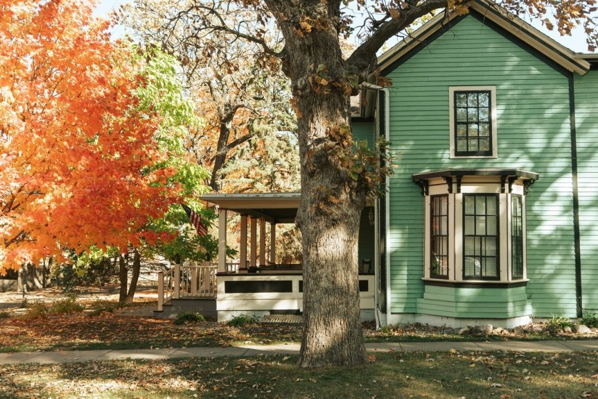 7 THINGS YOU HAVE TO CHECK IN YOUR HOUSE BEFORE ROLLING INTO AN AUTUMNSEASON