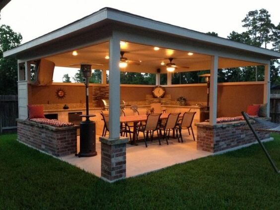 Outdoor kitchen and dinning area